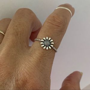 🌻🌻NEW🌻🌻 Sterling Silver Dainty Sunflower Ring